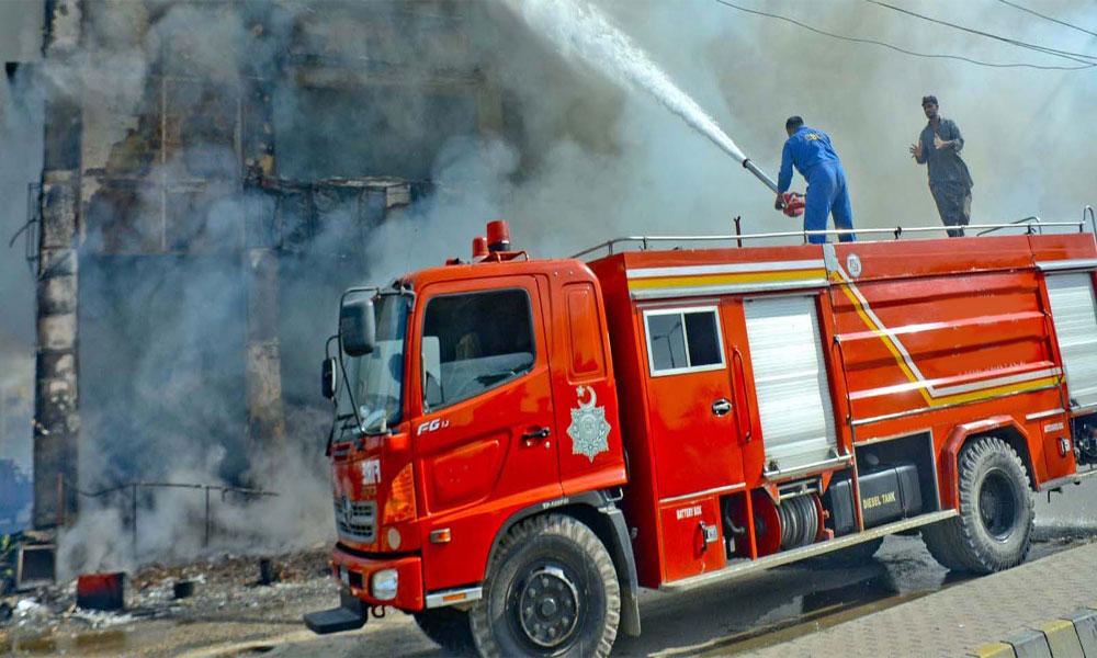 نیو کراچی، پلاسٹک گودام میں آتش زدگی، فائر فائٹر زخمی