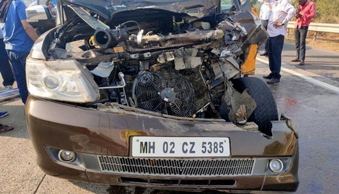 بالی ووڈ اداکار شبانہ اعظمی ٹریفک حادثے میں زخمی