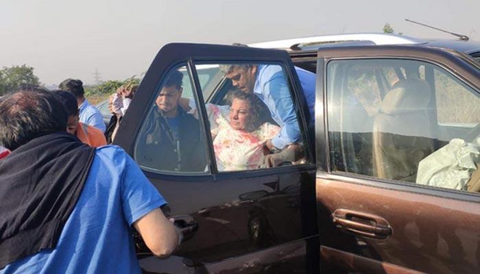 بالی ووڈ اداکارہ  شبانہ اعظمی ٹریفک حادثے میں زخمی