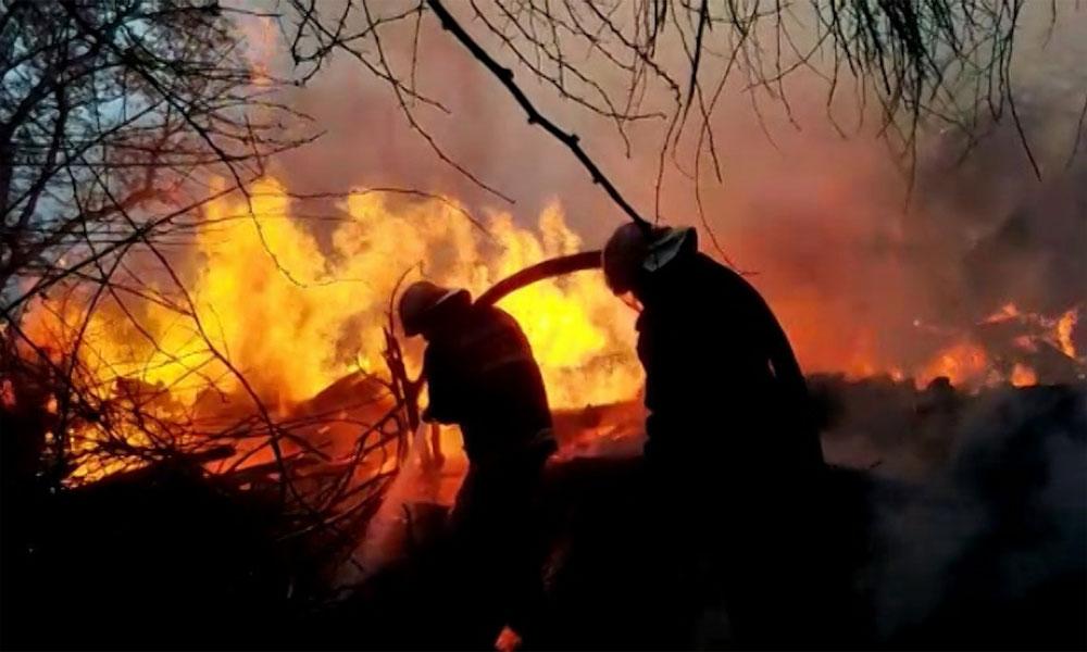 گوجرانوالہ: ریلوے گودام میں آگ بے قابو