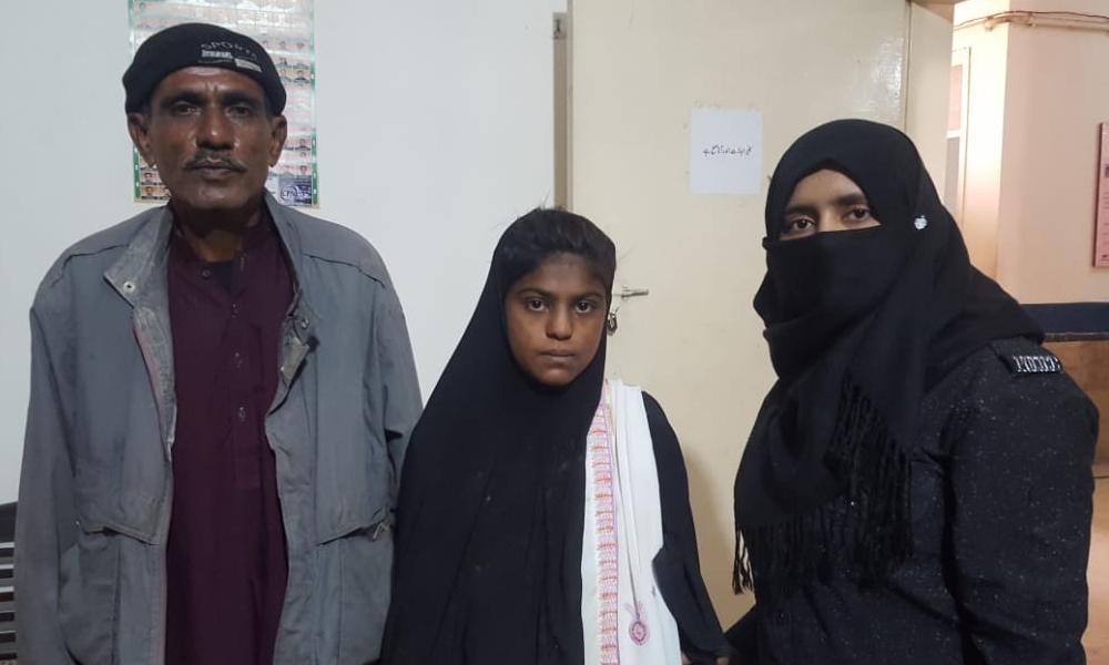 اندرون سندھ سے ملنے والی لاوارث بچی والدین کے حوالے