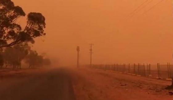 Dust Storm Engulfing Drought Stricken Towns As It Sweeps Over Three Australian States