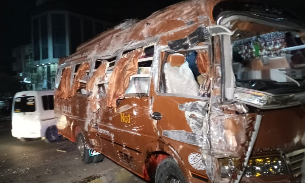 کراچی، باراتیوں کی بس الٹنے سے متعدد افراد زخمی