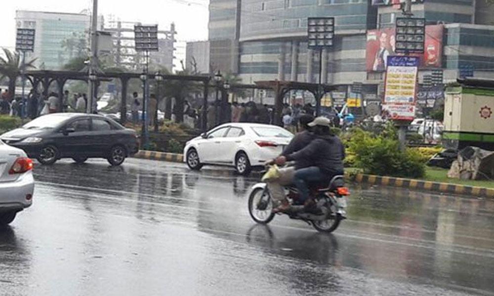 کراچی میں بوندا باندی، سردی کا نیا سسٹم کل آئے گا