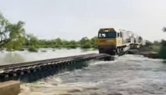 آسٹریلیا میں ٹرین ڈرائیورکی مہارت!