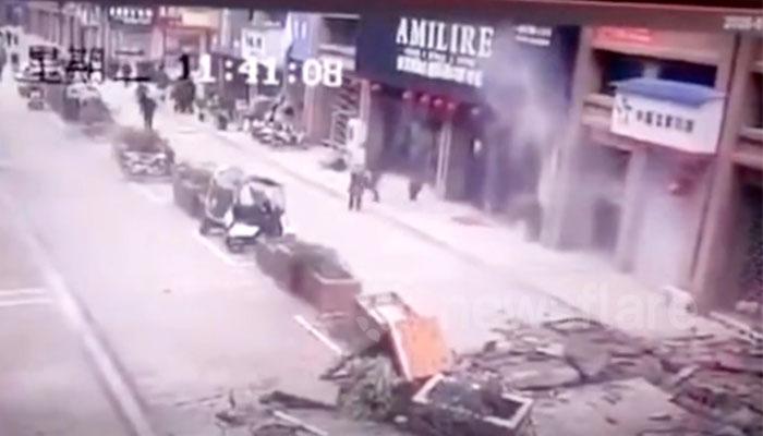 چین: شرارتی خاتون کی پٹاخے بازی، خاتون سمیت چار زخمی