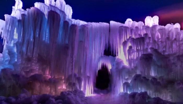 امریکا میں برف کا قلعہ تیار