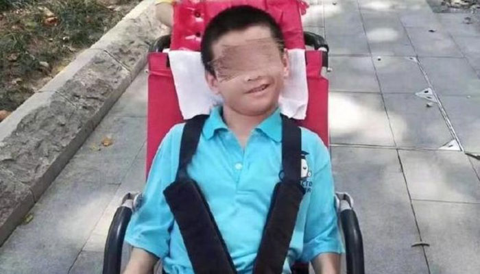 چین: کرونا سے متاثرہ والد کی اسپتال منتقلی، معذور بیٹا ہلاک