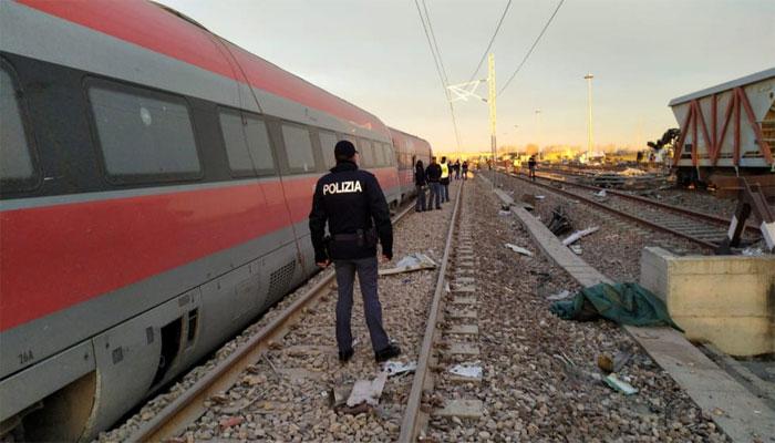 اٹلی میں مسافر ٹرین پٹری سے اترنے سے دو افراد ہلاک