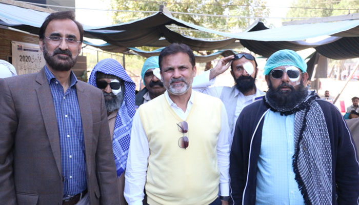 فواد عالم کو موقع ملنا چاہیے، وہ بھی پاکستانی ہیں، معین خان
