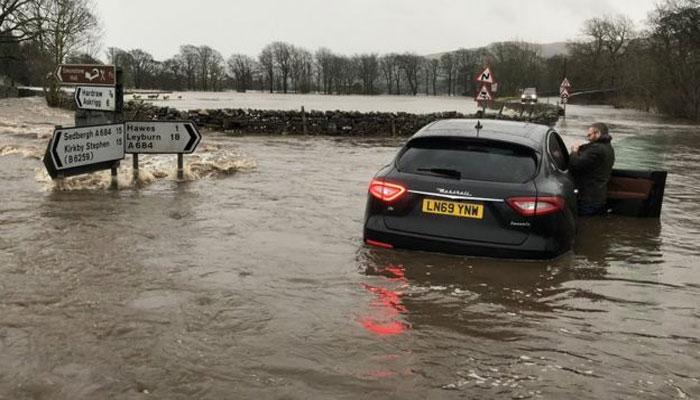 برطانیہ میں طوفانی بارش اورتیز ہواؤں سے نظام زندگی متاثر