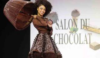 لذیذ  چاکلیٹ سےبنے ملبوسات کی نمائش
