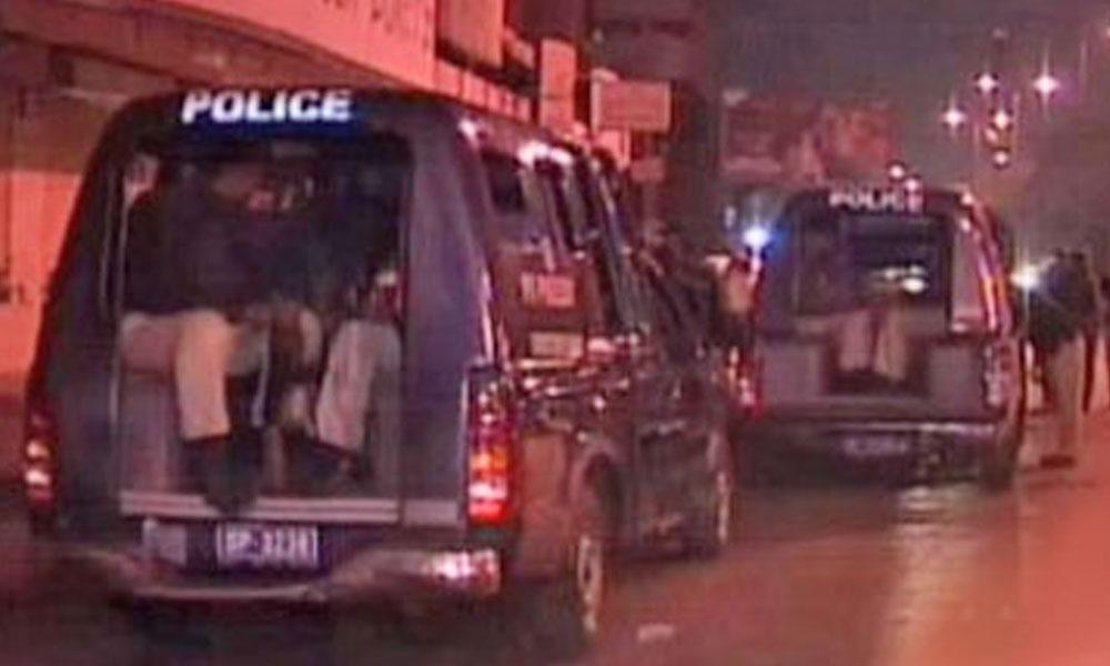 کراچی، لینڈ گریبر پولیس موبائل سے کود کر فرار