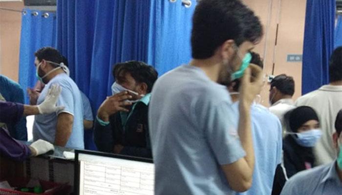 کیماڑی میں پراسرار گیس سے 4 افراد ہلاک، دو درجن متاثر