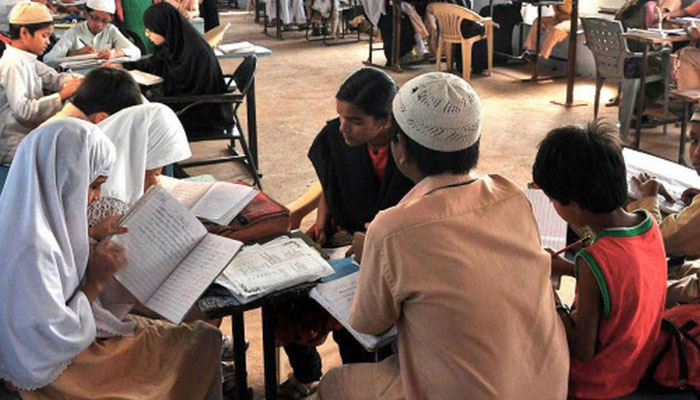 مغربی بنگال : مدارس میں ہزاروں ہندو طلبہ کے پڑھنے کا انکشاف