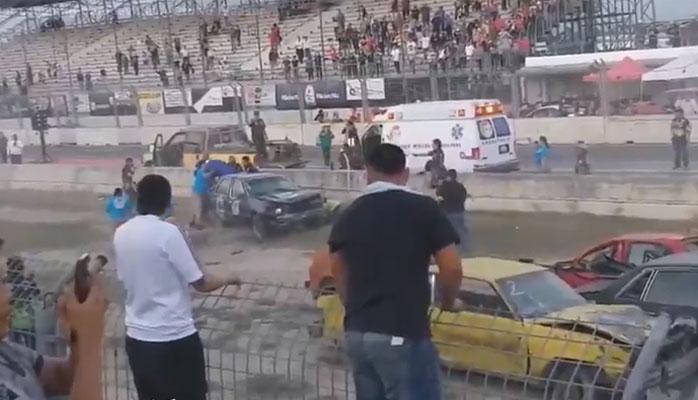 میکسیکو میں منچلے ڈرائیور کا خطرناک کھیل