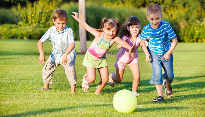 بچوں کو کھیلنے کا عادی بنائیں