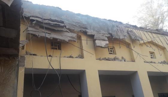 نوشہروفیروز، پرانے اسکول کی بوسیدہ عمارت کی چھت گر گئی