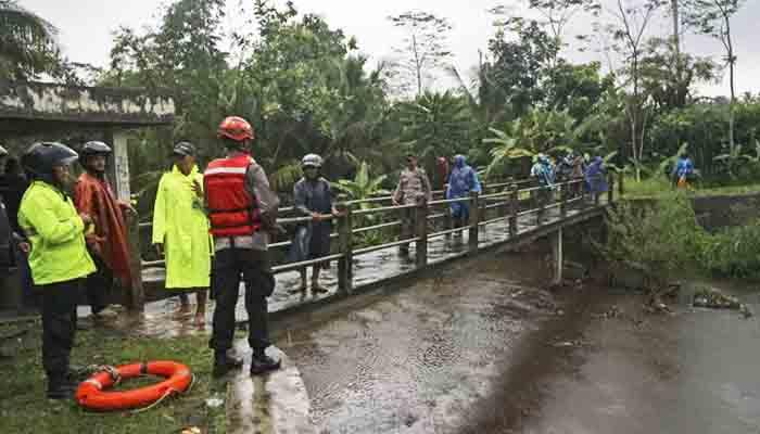 انڈونیشا:موسلادھار بارشوں سے دریا میں طغیانی، 8 بچے ہلاک