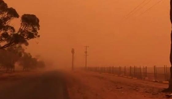 اسپین، سرخ ریت کےطوفان سے ہرطرف اندھیرا