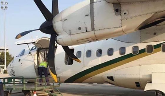 سکھر: دوران لینڈنگ پی آئی اے کے طیارے کا ایمرجنسی گیٹ کھل گیا