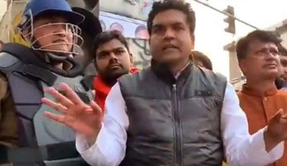بھارت: مظاہرین پر بے جے پی کے حامیوں کا حملہ