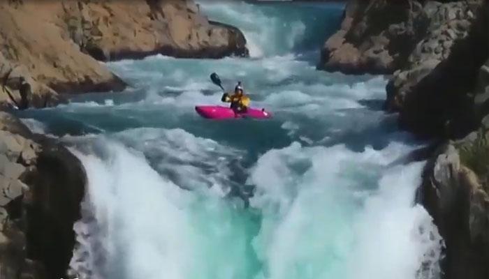 امریکی کھلاڑی کاچلی کی134 فٹ بلند آبشار پر کائیکنگ کا شاندار مظاہرہ۔۔