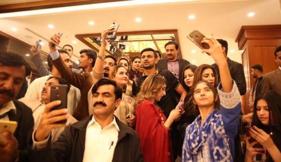 پشاور زلمی کی ٹیم ملتان پہنچ گئی