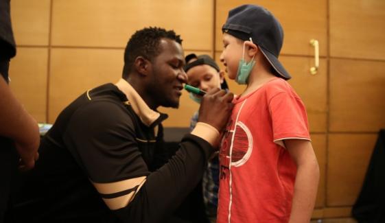 ڈیرن سیمی نے کینسر کے مریض بچوں کی خواہش پوری کر دی