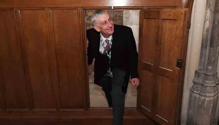 برطانوی پارلیمنٹ میں 17 ہویں صدی کا خفیہ دروازہ دریافت