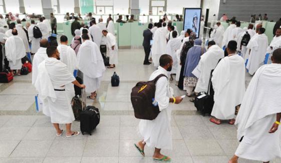 کورونا وائرس: عمرہ اور زیارت کے لیے داخلے پر عارضی پابندی