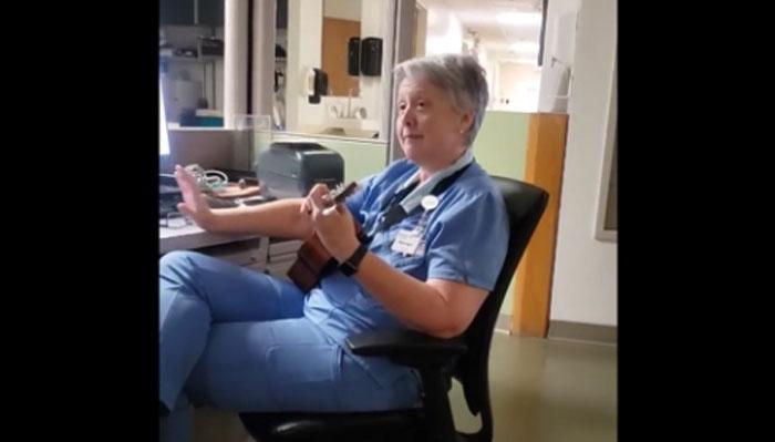 کورونا سے مریضوں کا علاج کرتی نرس کی گٹار پرفارمنس