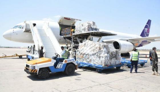 چین سے مزید طبی آلات کراچی پہنچ گئے