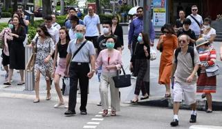 سنگاپور میں قریب کھڑے ہونے پر ہزاروں ڈالر کا جرمانہ