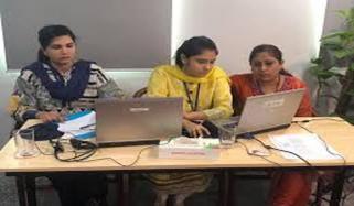 پنجاب میں اسکول طلباء کی آن لائن کلاسز پر غور