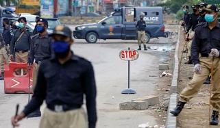 کراچی میں لاک ڈاؤن کا آٹھواں روز، پولیس اور رینجرز کے مختلف مقامات پر ناکے