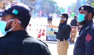 کراچی: لاک ڈاؤن کے نفاذ میں پولیس کا اہم کردار