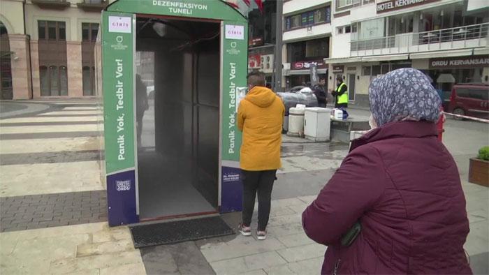 ترکی میں کورونا وائرس سے بچاوَ کیلئے جراثیم کش ٹنل نصب