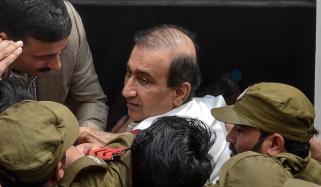 سینئر صحافی ازہر منیر کا میر شکیل کی گرفتاری کیخلاف بھوک ہڑتالی کیمپ