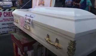 کورونا: گھر میں رہنا ہے یا تابوت میں، فلپائنی پولیس کا انوکھا انداز