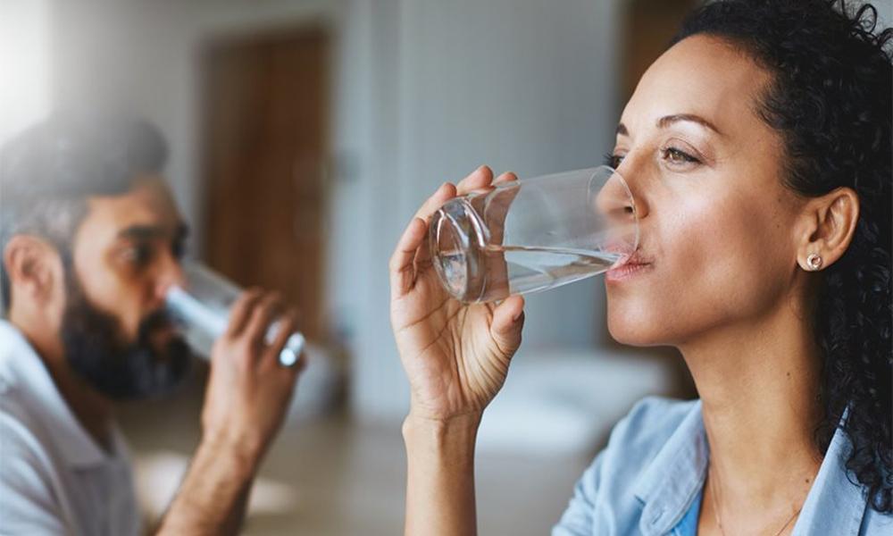 بار بار پانی پینے سے کورونا سے بچا جا سکتا ہے ؟