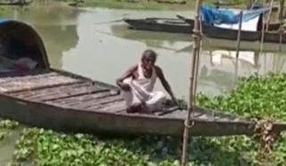 بھارت :گاؤں سے بے دخلی پر دیہاتی نے کشتی کو قرنطینہ بنا دیا