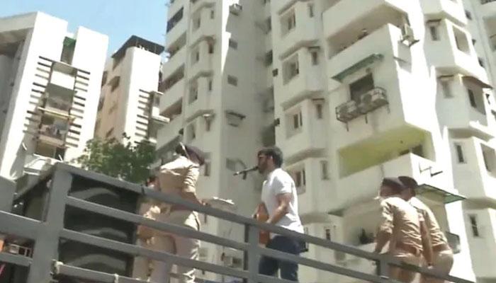 بھارت، پولیس نے شہریوں کیلئے گلوکار سے لائیور پرفارمنس کروادی