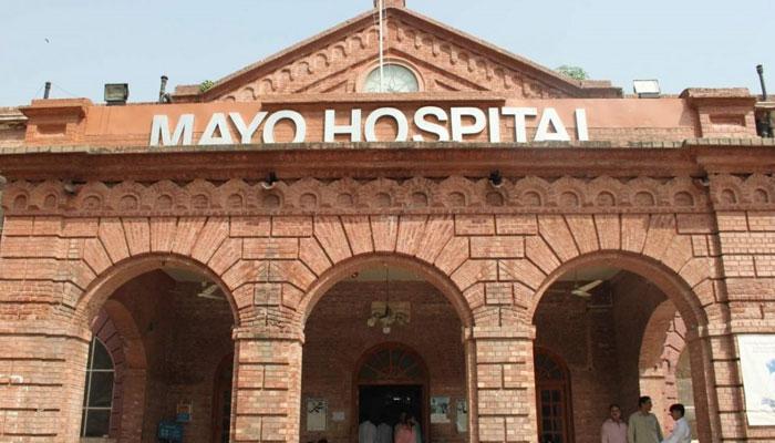 لاہور: کورونا وائرس میں مبتلا مریضہ دم توڑ گئی