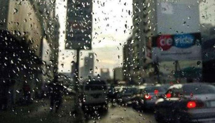 لاہور: ہلکی بارش نے موسم کو رنگین بنادیا