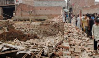 پنجاب میں بارش، فیصل آباد میں دیوار گر گئی، بچی جاں بحق