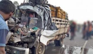 شور کوٹ: منی ٹرک کھڑے ٹرالر سے ٹکرا گیا،4 ا فراد جاں بحق