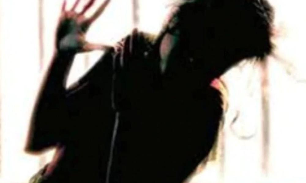کراچی، باوردی اہلکار کی خاتون سے زیادتی