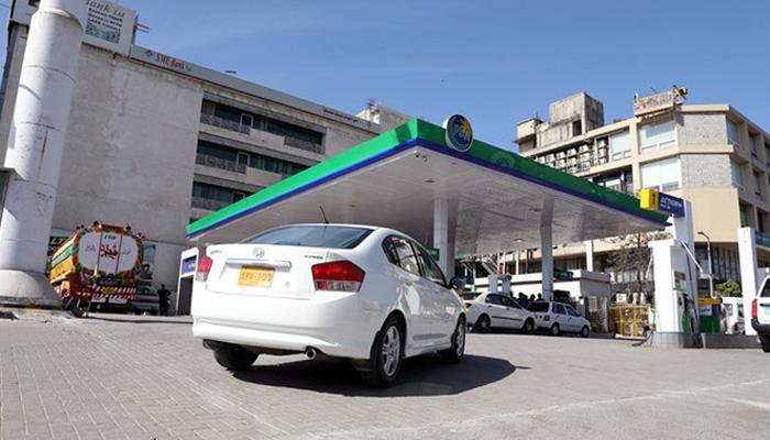 پاکستان میں پیٹرول کی قیمت بھارت، بنگلادیش اور سری لنکا سے کم