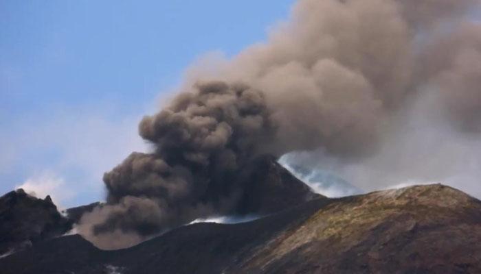 اٹلی میں آتش فشاں پھٹ پڑا